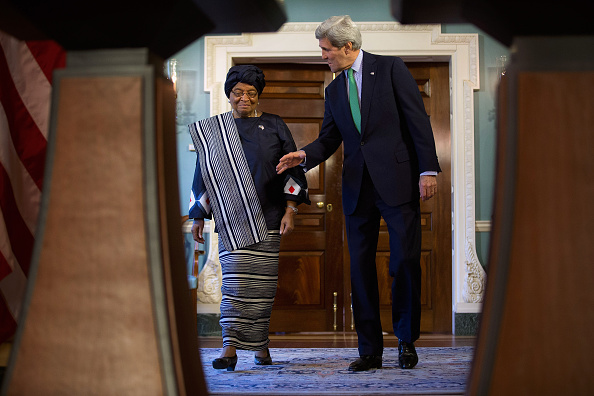 Chip Somodevilla「Secretary Of State Kerry Meets With Liberian President Ellen Johnson Sirleaf At The State Dept.」:写真・画像(0)[壁紙.com]