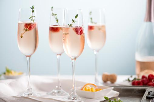 Carbonated drink「Rose Champagne Cocktails」:スマホ壁紙(5)