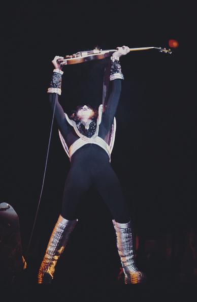 Singer「Kiss」:写真・画像(16)[壁紙.com]