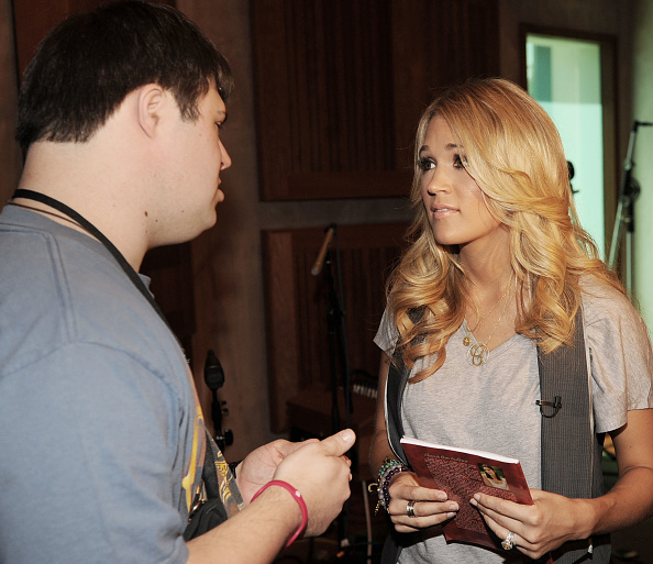 Writing「ACM Lifting Lives Music Camp Recording Session with CARRIE UNDERWOOD & MARK BRIGHT」:写真・画像(1)[壁紙.com]