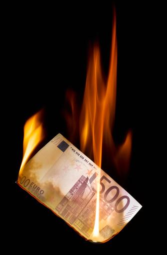 Money to Burn「Burning 500 Euro banknote」:スマホ壁紙(3)