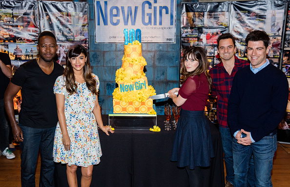 "Hannah Simone「FOX's ""New Girl"" 100th Episode Cake-Cutting」:写真・画像(9)[壁紙.com]"
