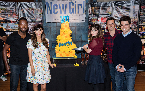 "Hannah Simone「FOX's ""New Girl"" 100th Episode Cake-Cutting」:写真・画像(11)[壁紙.com]"