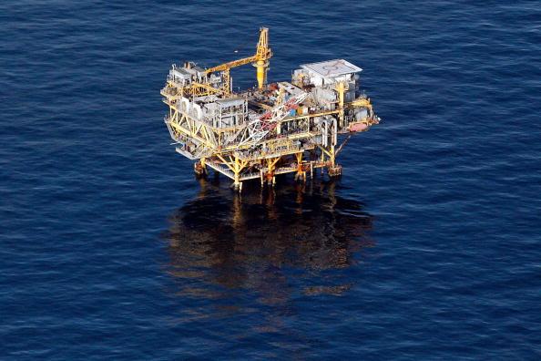 Deepwater Horizon「Coast Guard Attempts Burning Off Oil Leaking From Sunken Rig」:写真・画像(15)[壁紙.com]