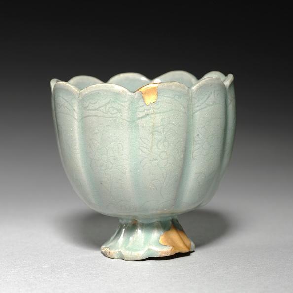 Chrysanthemum「Floral-Shaped Cup With Incised Chrysanthemum Design」:写真・画像(19)[壁紙.com]