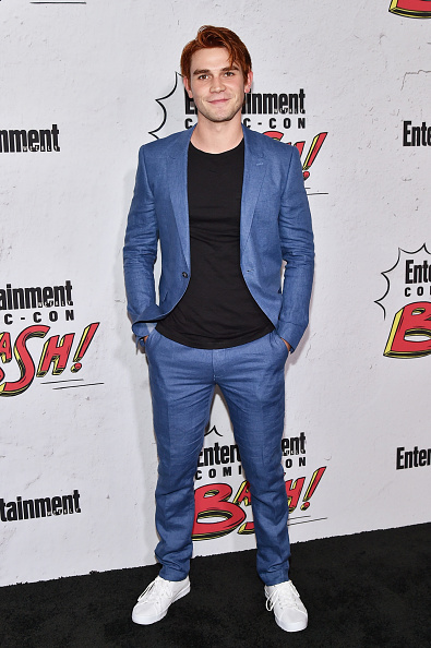 KJ Apa「Entertainment Weekly Hosts Its Annual Comic-Con Party At FLOAT At The Hard Rock Hotel In San Diego In Celebration Of Comic-Con 2017 - Arrivals」:写真・画像(8)[壁紙.com]