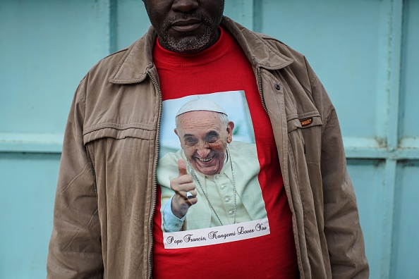 Shirt「Final Preparations Are Made For The Arrival Of Pope Francis To Kenya」:写真・画像(13)[壁紙.com]
