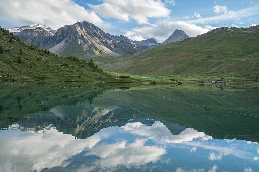 Auvergne-Rhône-Alpes「Tignes lake, Savoie, France」:スマホ壁紙(12)