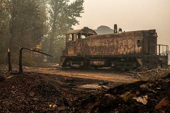 Mode of Transport「Wildfires In Oregon Force Mass Evacuations And Threaten Hundreds Of Structures」:写真・画像(14)[壁紙.com]