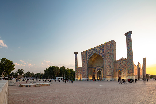 Iranian Culture「Ulugh Beg Madrasah in Registan - the central square of ancient Samarkand surrounded by 3 madrassas, Uzbekistan, 2019」:スマホ壁紙(16)