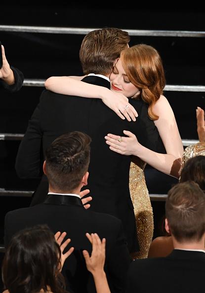 エマ・ストーン「89th Annual Academy Awards - Show」:写真・画像(8)[壁紙.com]