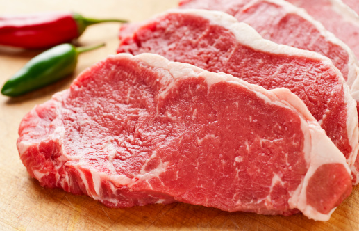 Beef「Slices of New York Strip Steak on cutting board」:スマホ壁紙(12)