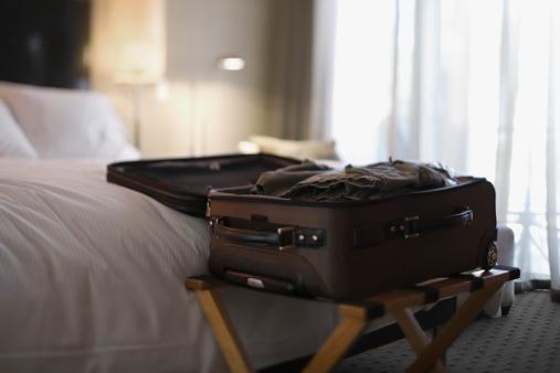 Rack「Open suitcase on bed」:スマホ壁紙(5)