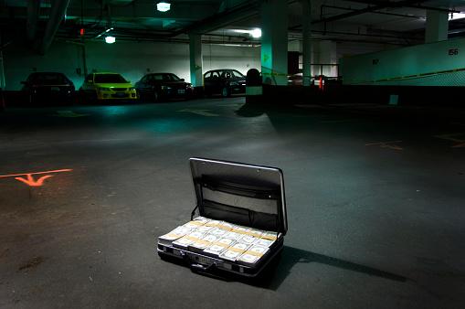 Selfishness「Open Suitcase Full of Money」:スマホ壁紙(4)