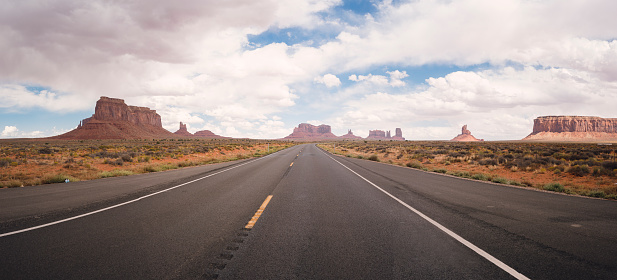 Empty Road「USA, Utah, road to Monument Valley」:スマホ壁紙(4)