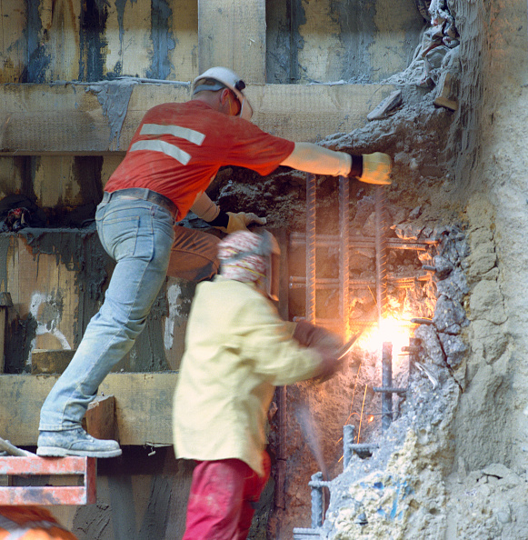 Risk「Using gas torch to cut steel reinforcing bars in concrete structure.」:写真・画像(6)[壁紙.com]