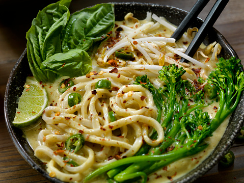 Bean Sprout「Green Curry Noodle Soup with Broccolini, Bean Sprouts and Fresh Basil,」:スマホ壁紙(15)