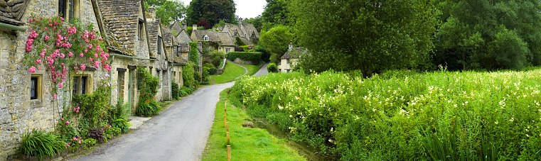 Cotswolds「Picturesque English cottages water meadow Cotswold village panorama Arlington Row」:スマホ壁紙(16)