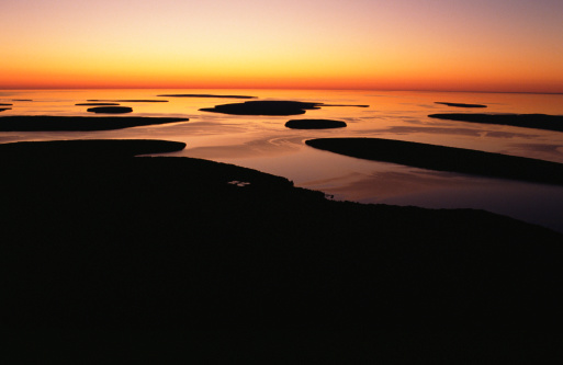 Great Lakes「Picturesque sunset over Apostle Islands, Wisconsin」:スマホ壁紙(10)