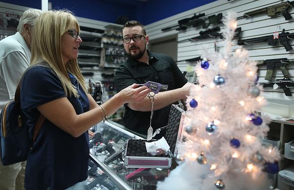 Pompano Beach「Holiday Gun Sales Soar In U.S.」:写真・画像(6)[壁紙.com]
