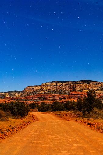 Sedona「Sedona Arizona Canyon Road with Stars at Dusk」:スマホ壁紙(11)