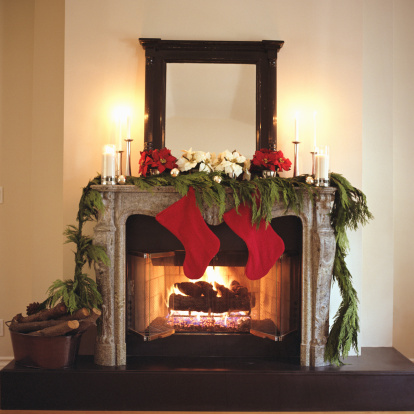 Poinsettia「Fireplace decorated with Christmas stockings and Poinsettias」:スマホ壁紙(18)