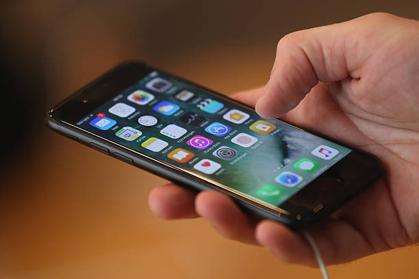 Apple Fans Await iPhone 7:ニュース(壁紙.com)