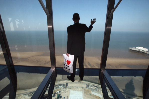 Transparent「The Blackpool Tower Reopens After Refurbishment」:写真・画像(4)[壁紙.com]