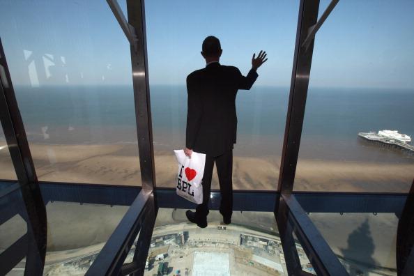 透明「The Blackpool Tower Reopens After Refurbishment」:写真・画像(8)[壁紙.com]