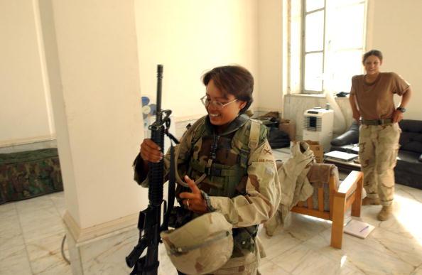 Marco Di Lauro「Female U.S. Soldier Calls Army Home」:写真・画像(9)[壁紙.com]