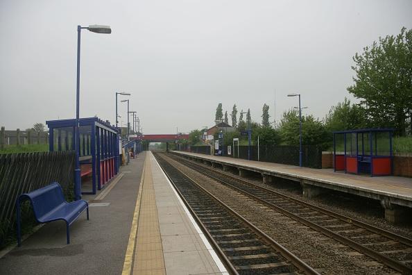 Waiting「Haddenham and Thame Parkway station」:写真・画像(0)[壁紙.com]