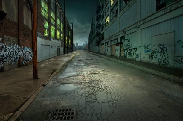Graffiti on walls on empty city street:スマホ壁紙(壁紙.com)