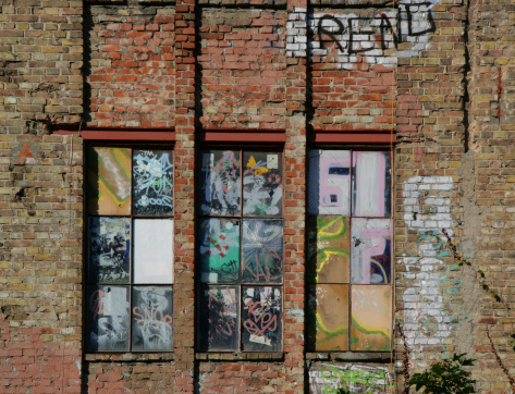 Brick Wall「Graffiti on old brick wall and windows in Berlin, Germany」:スマホ壁紙(7)