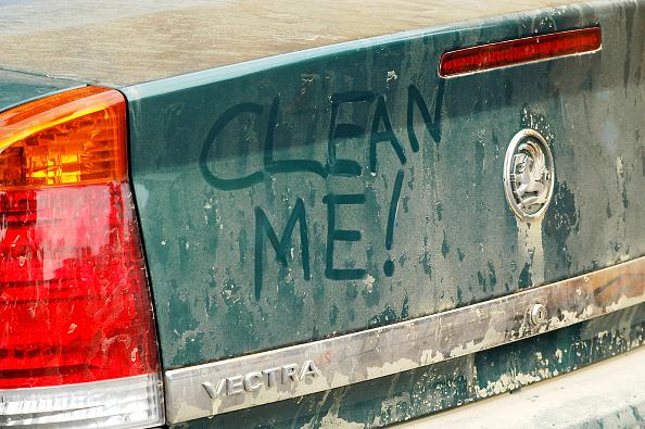 Dirty「Graffiti on dirty Vauxhall Vectra 2003」:写真・画像(8)[壁紙.com]