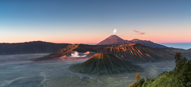 Volcano「Sunrise at the Bromo volcano mountain in Indonesia」:スマホ壁紙(11)