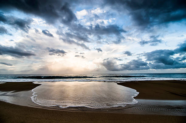 Sunrise at Kalalau Beach on the Napali Coast, Kauai, Hawaii.:スマホ壁紙(壁紙.com)
