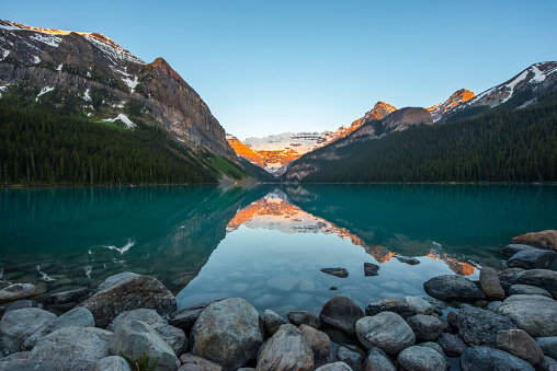 UNESCO「Sunrise at Lake Louise in the Rocky Mountains, Banff National Park」:スマホ壁紙(16)