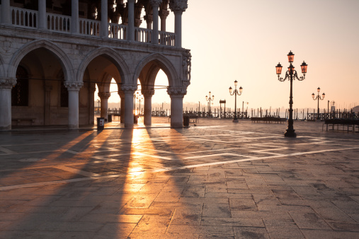 Arch - Architectural Feature「Sunrise at Ducal Palace in Venice, Italy」:スマホ壁紙(12)
