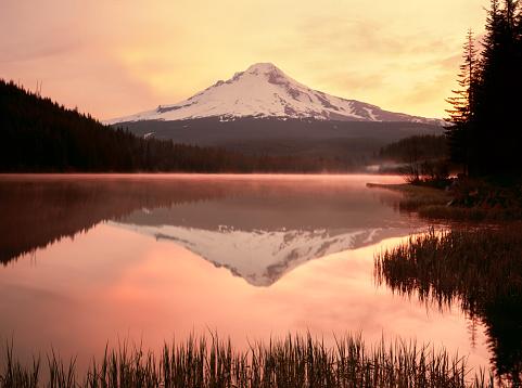Ski Resort「Sunrise at Majestic Mount Hood in northern Oregon」:スマホ壁紙(6)