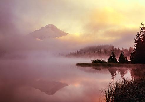 Ski Resort「Sunrise at Majestic Mount Hood in northern Oregon」:スマホ壁紙(1)