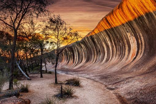Rock Formation「Sunrise at Wave Rock (Hyden Rock), Hyden, Western Australia」:スマホ壁紙(5)