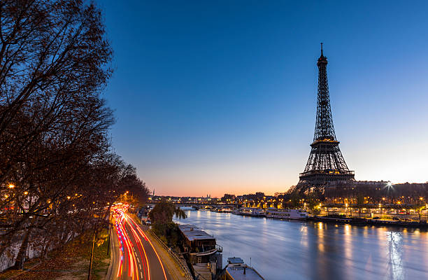 Sunrise at the Eiffel Tower in Paris along the Seine:スマホ壁紙(壁紙.com)