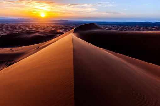 Hill「Sunrise at Erg Chebbi Sand Dunes, Morocco,North Africa」:スマホ壁紙(19)