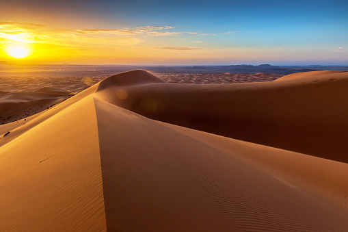 Desert「Sunrise at Erg Chebbi Sand Dunes, Morocco,North Africa」:スマホ壁紙(12)