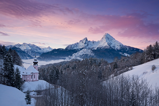European Alps「Sunrise at Maria Gern Church with Watzmann in winter, Berchtesgadener Land, Bavaria, Germany」:スマホ壁紙(5)