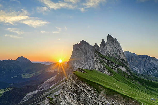 Sunrise at Seceda in south Tirol:スマホ壁紙(壁紙.com)