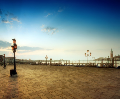 Town Square「Sunrise at Saint Mark's Square, Venice」:スマホ壁紙(8)