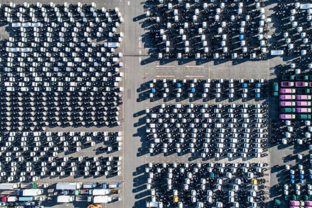 A line of cars.:スマホ壁紙(壁紙.com)