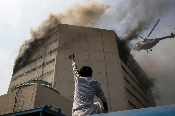 Pakistan「Fire Erupts At LDA Plaza In Lahore」:写真・画像(2)[壁紙.com]