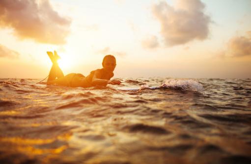 サーフィン「サーファーガール」:スマホ壁紙(17)